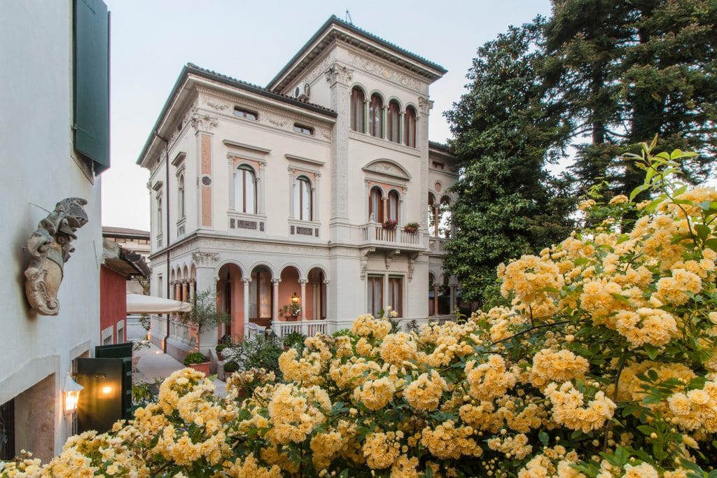 Palazzina liberty che ospita le Suites dell'Hotel Villa Abbazia