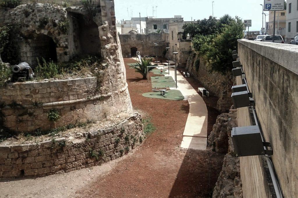 Fossato di via Cadorna, oggi attrezzato, con la Chiesa rupestre di San Matteo Dell'Arena