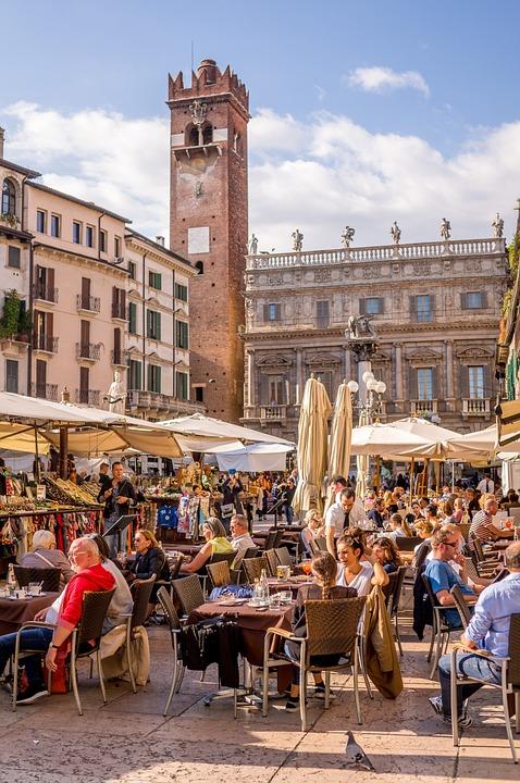 Verona, bar in piazza delle Erbe