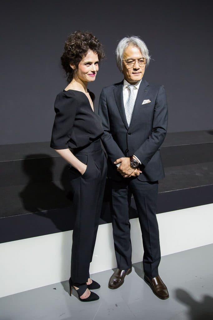 Presidente di Lexus International Yoshihiro Sawa conl'architetto e designer Neri Oxman, che ha curato il concept dell'installazione Lexus Yet