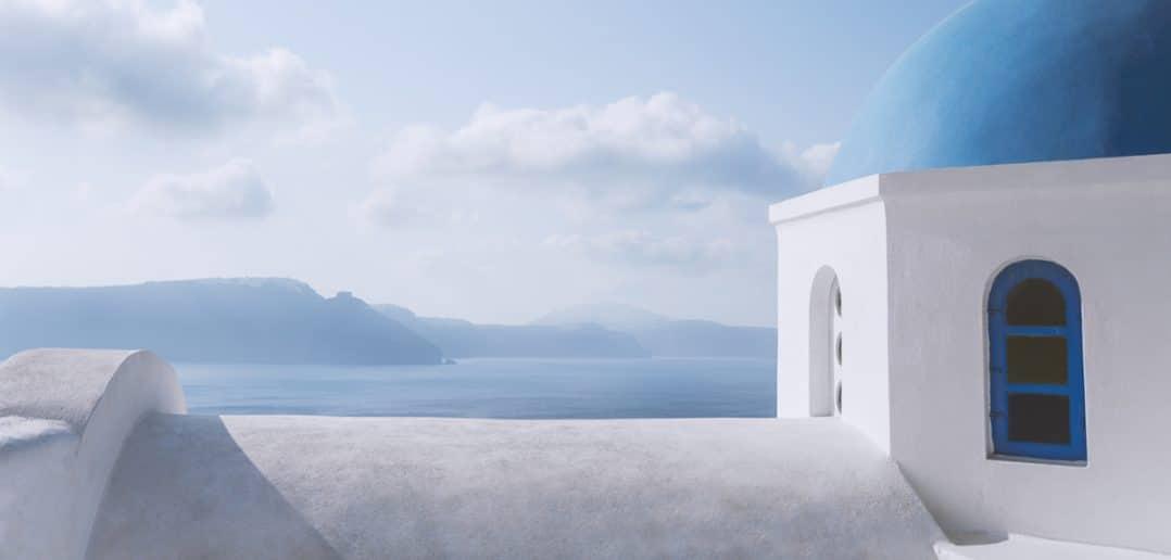 Santorini White Paradise. Yelyzaveta Semenova, Jacqueline Ingegnoso, Laura Cudone. Sezione Food & Travel GAreview luglio-agosto 2018, Magazine online di glamouraffair.com