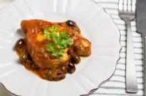 TONNO CON SUGO DI POMODORO, OLIVE E CAPPERI, ricetta di racchi e pentole, luisa ambrosini
